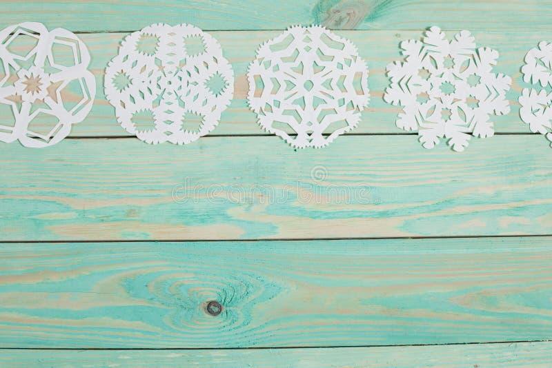 Den pappers- snöflingan och bundet med tvinnar arkivbilder
