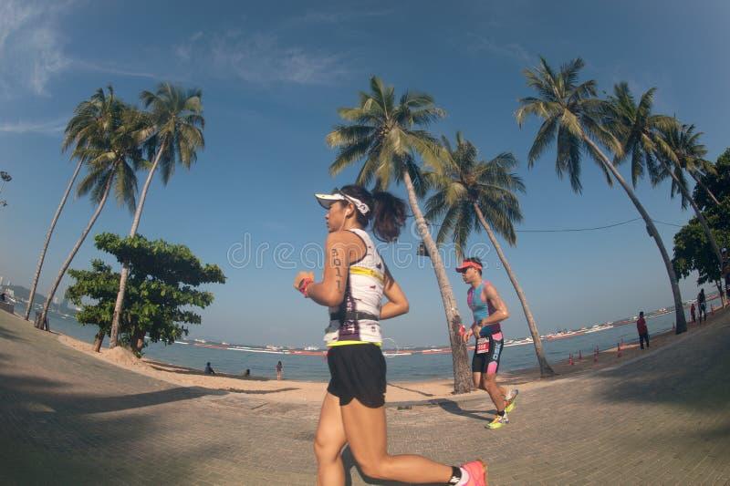 Den Pattaya triathlonen, den Thailand Tri-ligan turnerar serien 2015 arkivbilder