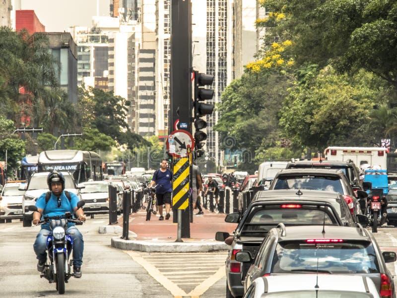 Den Paulista avenyn ?r en av de viktigaste allm?nna landsv?garna av staden av Sao Paulo, en av den huvudsakliga finansiella mitte arkivfoto