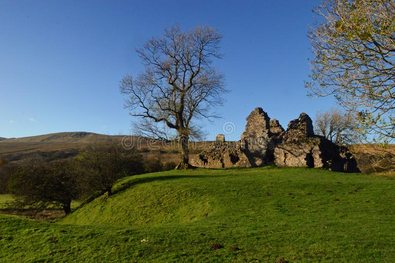 Den Pendragon slotten fördärvar i Eden Valley, Yorkshire dalnationalpark nära Outhgill Cumbria royaltyfri bild