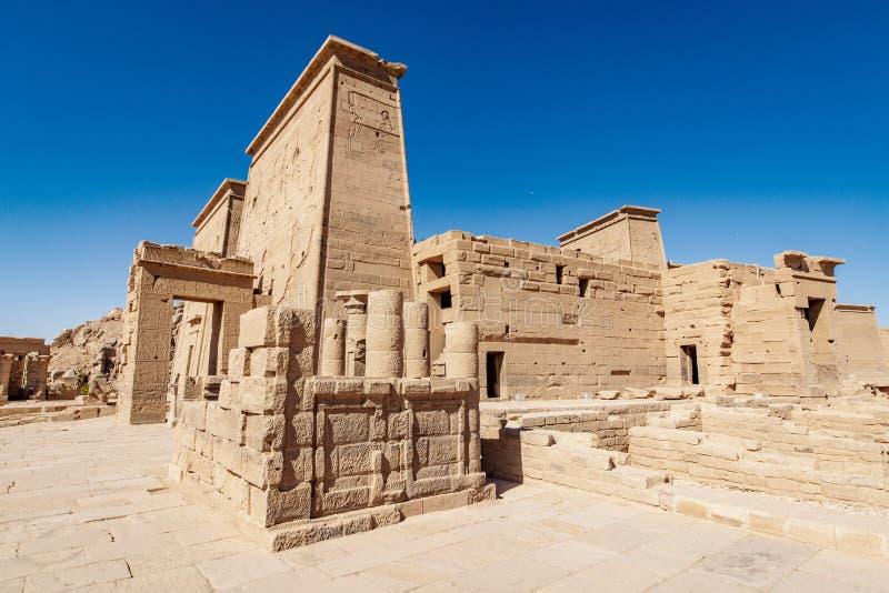 Den Philae templet som byggs av den forntida egyptiska civilisationen på Nilen nära Aswan Egypten arkivbild