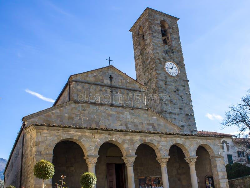Den Pieve kyrkan av San Pietro en Cascia, Tuscan, Italien fotografering för bildbyråer