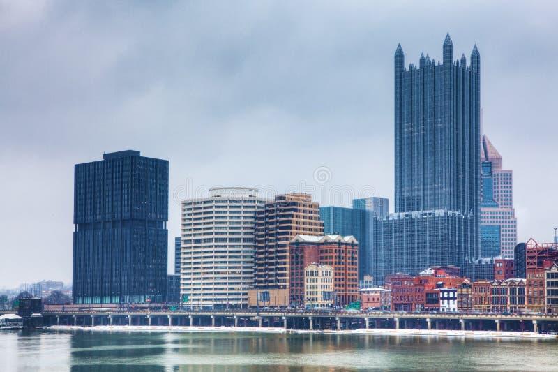 Den Pittsburgh horisonten i vinter royaltyfria foton