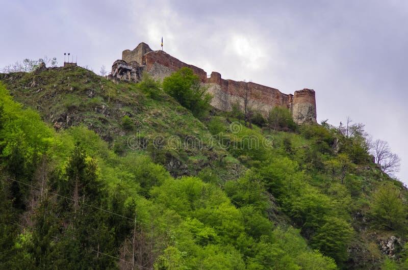 Den Poenari f?stningen ?r den Vlad Tepes slotten, prins av medeltida Wallachia fotografering för bildbyråer