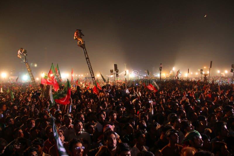 den politiska folkmassan samlar royaltyfri bild