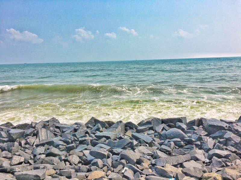 Den Pondy stranden vaggar royaltyfri foto