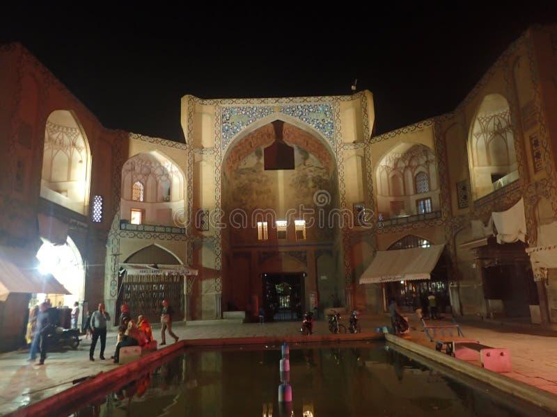 Den Qeysarie porten som är den huvudsakliga ingången Naqsh-e Jahan, basar i Isfahan, Iran arkivfoton