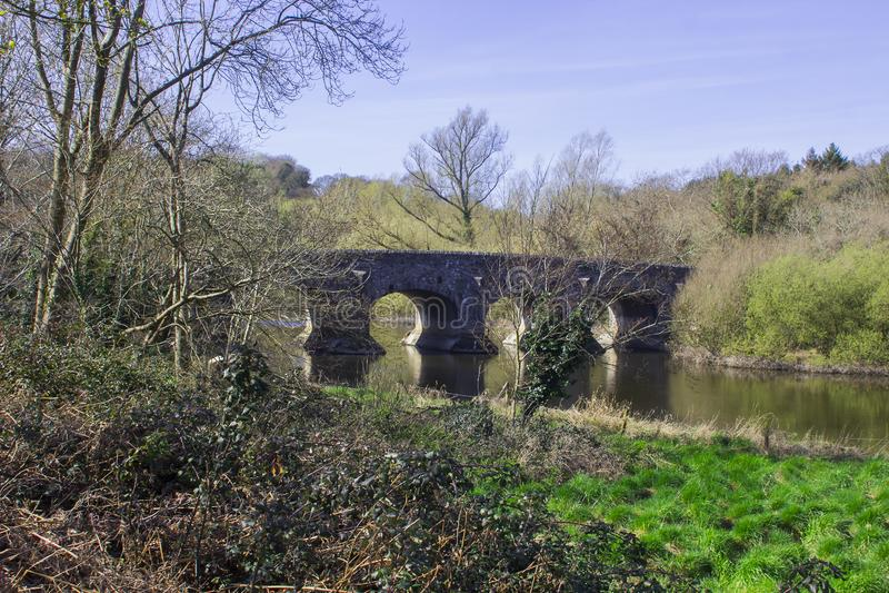 Den Quoile bron på den nordliga utkanten av Downpatrick - Irland royaltyfria bilder