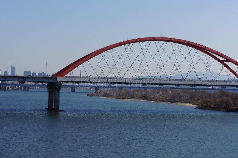 Den röda bron fotografering för bildbyråer