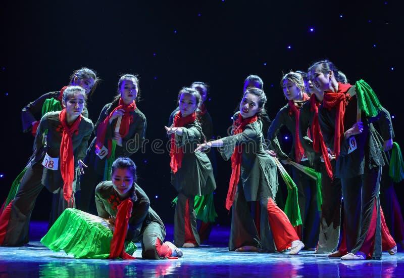 Den röda halsduk-JinggangBerg-kines folkdansen arkivfoton