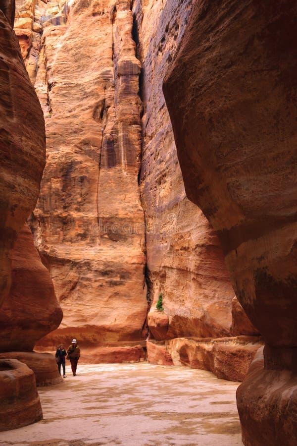 Den röda kanjonen Siq i Jordanien arkivfoto