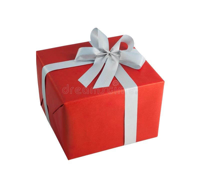 Den röda pappers- födelsedagen för jul för gåva för pilbågen för grå färger för sjalgåvaasken isolerade bakgrund royaltyfri fotografi
