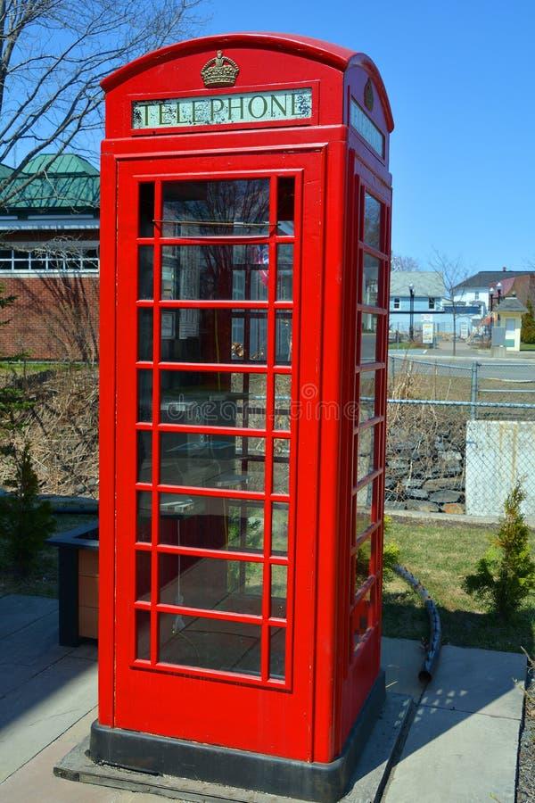 Den röda telefonasken arkivfoto