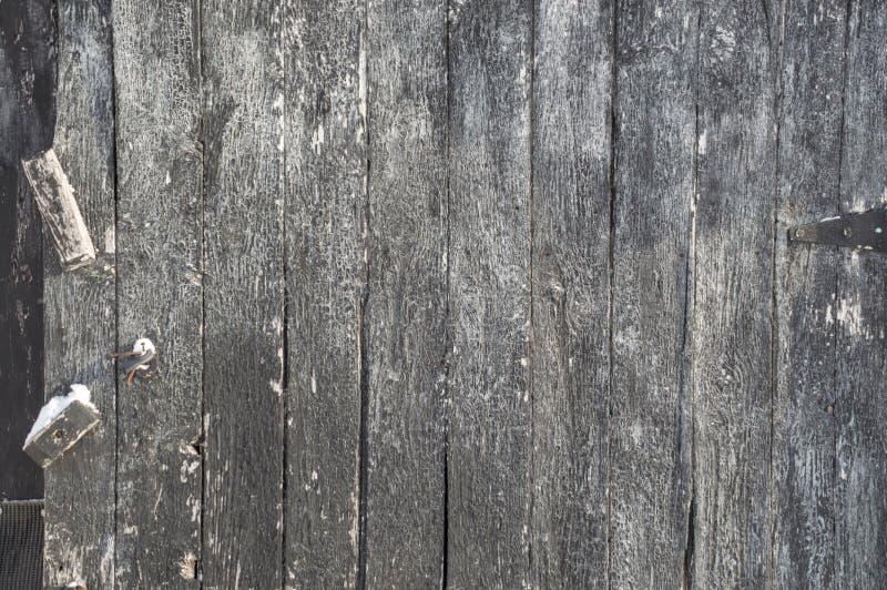 Den red ut lodlinjen målade svart träbrädebakgrund med H royaltyfri bild