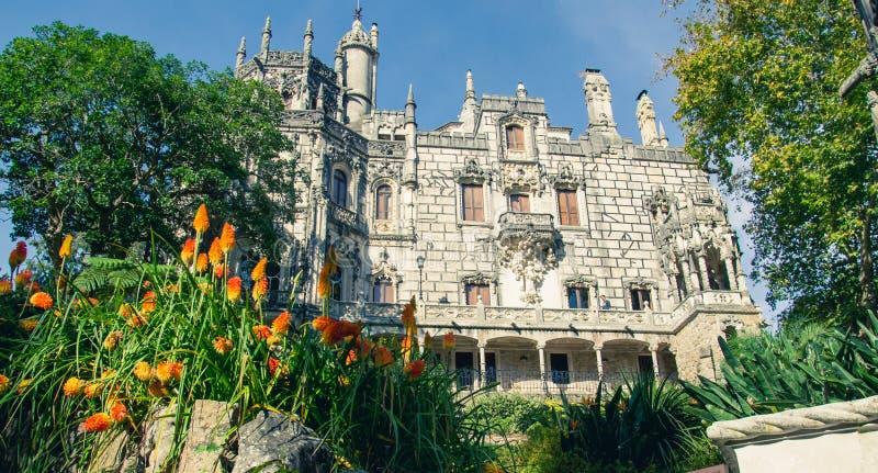 Den Regaleira slotten & x28en; Quinta da Regaleira & x29; , Sintra, Portugal royaltyfri fotografi
