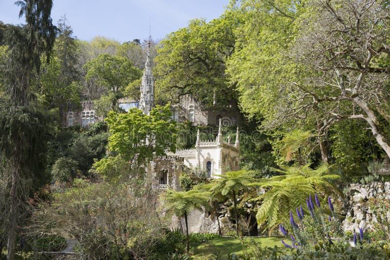 Den Regaleira slotten (som är bekant som Quinta da Regaleira) som lokaliseras i Sintra, Portugal arkivfoton