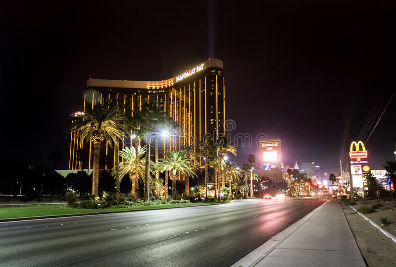 Den remsa- och Mandalay fjärdhotell och kasinot på natten - Las Vegas, Nevada, USA royaltyfria foton