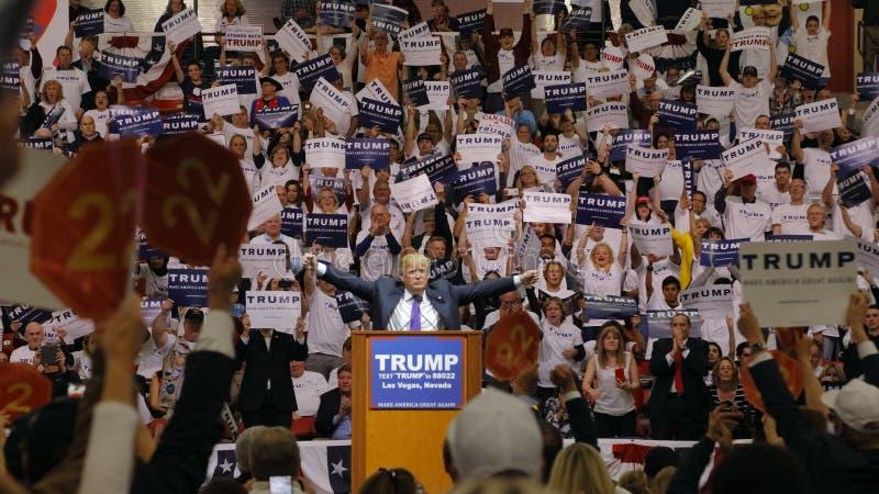 Den republikanska presidentkandidatDonald Trump aktionen samlar på den södra punktarenan & kasinot i Las Vegas royaltyfri foto