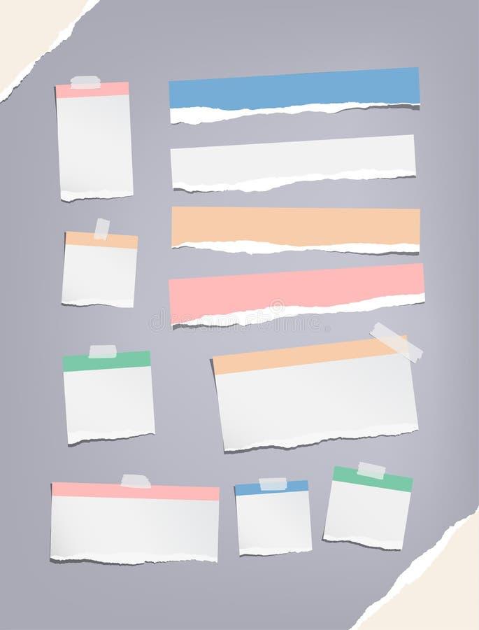 Den rev sönder färgrika anteckningsboken, förskriftsboken, pappers- remsor för anmärkning, klibbade med klibbigt, tejp stock illustrationer