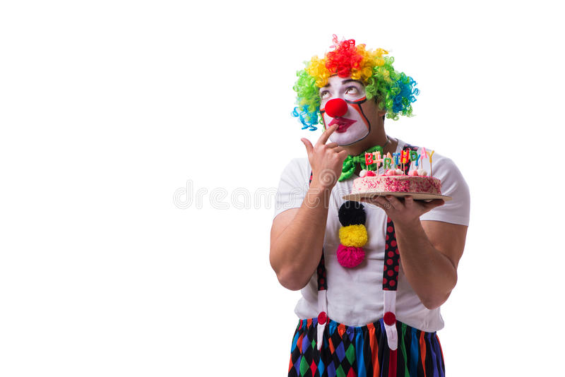 Den roliga clownen med en födelsedagkaka som isoleras på vit bakgrund arkivfoton