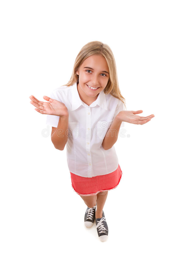 Den roliga fulla kroppståenden för den höga vinkeln av den älskvärda tonårs- flickan med öppet gömma i handflatan, isolerat royaltyfri foto