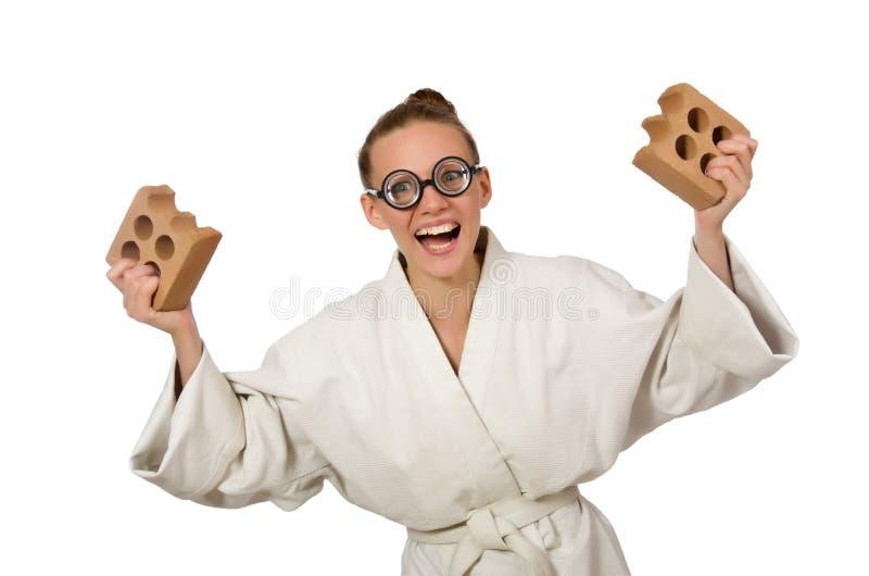Den roliga kvinnan i kimono med tegelsten på vit royaltyfri foto