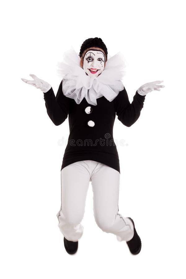 Den roliga kvinnliga clownen hoppar royaltyfria foton