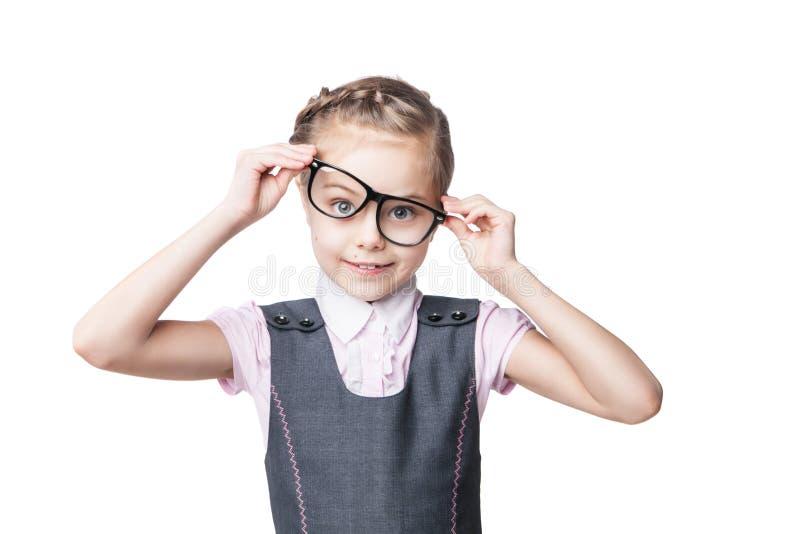 Den roliga lilla flickan i exponeringsglas gör framsidor arkivfoton