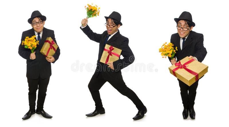 Den roliga mannen med blommor och giftbox arkivbilder