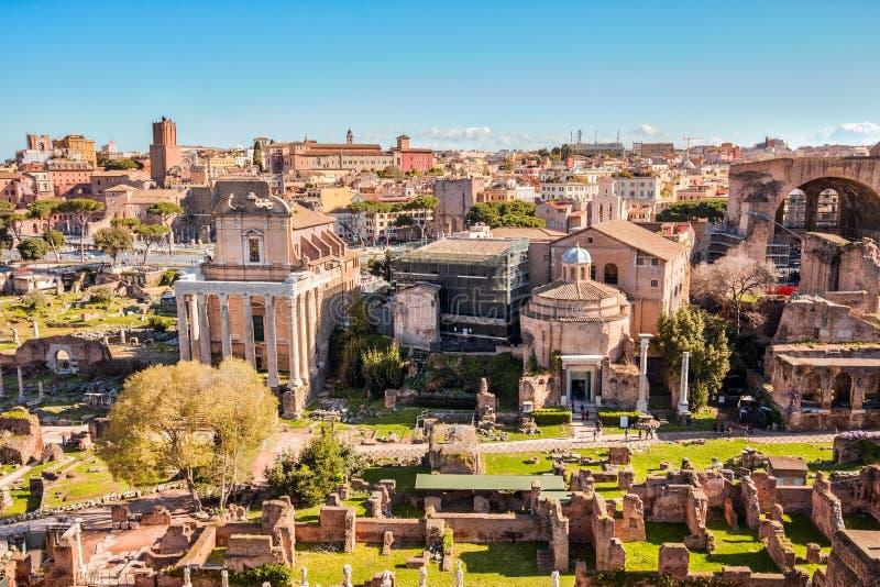 Den Roman Forum gränsmärket av Rome i Italien arkivfoto