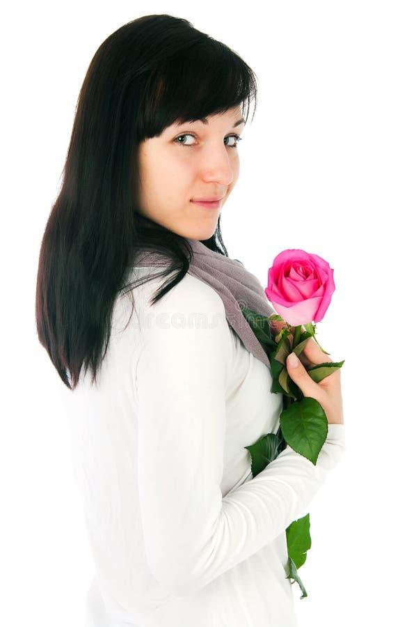 Den romantiska flickan med ett rosa steg royaltyfri foto