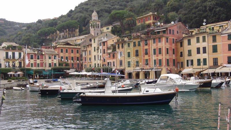 Den romantiska staden av portofinoen Italien royaltyfri bild