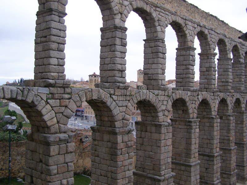 Den romerska akvedukten i Segovia Spanien arkivfoton