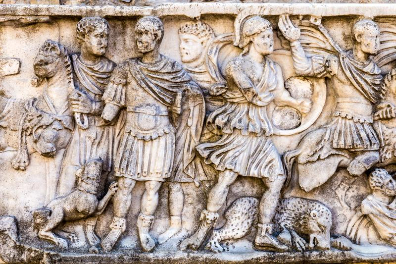 Den romerska basreliefen royaltyfri fotografi