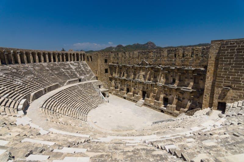 Den romerska forntida teatern i Aspendos royaltyfri fotografi
