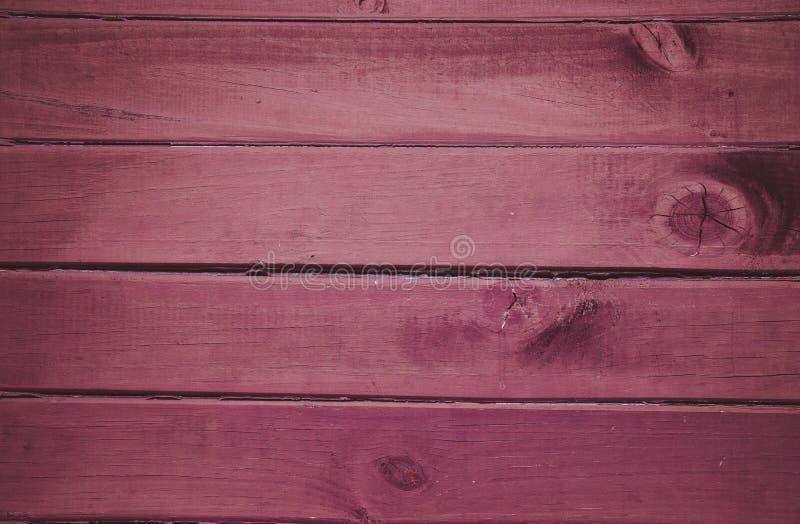 Den rosa violetta horisonten river av gammal trätexturbakgrund royaltyfri foto