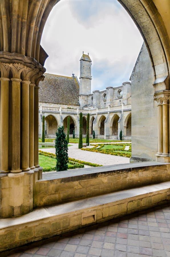 Den Royaumont abbotsklostersikten parkerar på, Frankrike royaltyfri bild