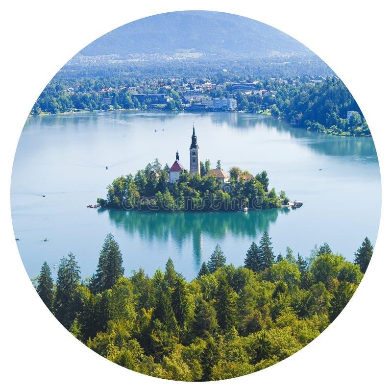 Den runda symbolen av sjön blödde den mest berömda sjön i Slovenien med ön av kyrkan, och de typiska träfartygen, kallade arkivbilder