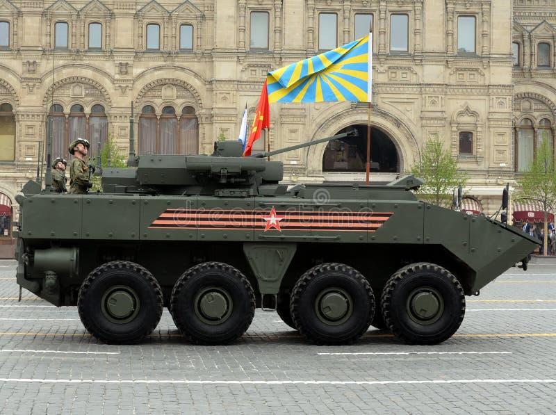 Den ryska bepansrade personalbäraren 'bumerang 'på en militär ståtar i heder av Victory Day i Moskva arkivbild