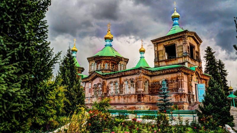 Den ryska ortodoxa domkyrkan för helig Treenighet i den Karakol Kirgizistan arkivfoton