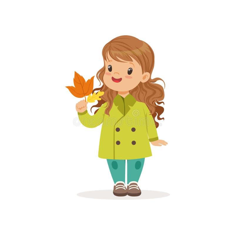 Den söta lilla flickan in i det gröna laget som rymmer färgrika lönnlöv, den gulliga ungen som tycker om nedgången, höst lurar ak royaltyfri illustrationer