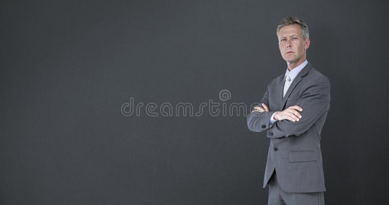 Den sammansatta bilden av affärsmananseendearmar korsade över vit bakgrund arkivfoto