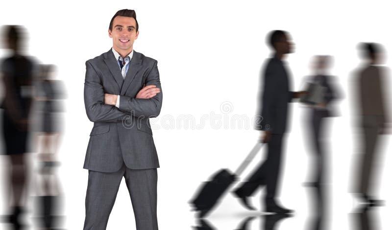 Den sammansatta bilden av affärsmannen i grå färger passar att le på kameran royaltyfria bilder