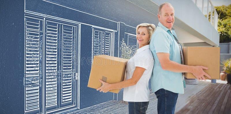 Den sammansatta bilden av den hållande flyttningen för lyckliga äldre par boxas royaltyfria foton