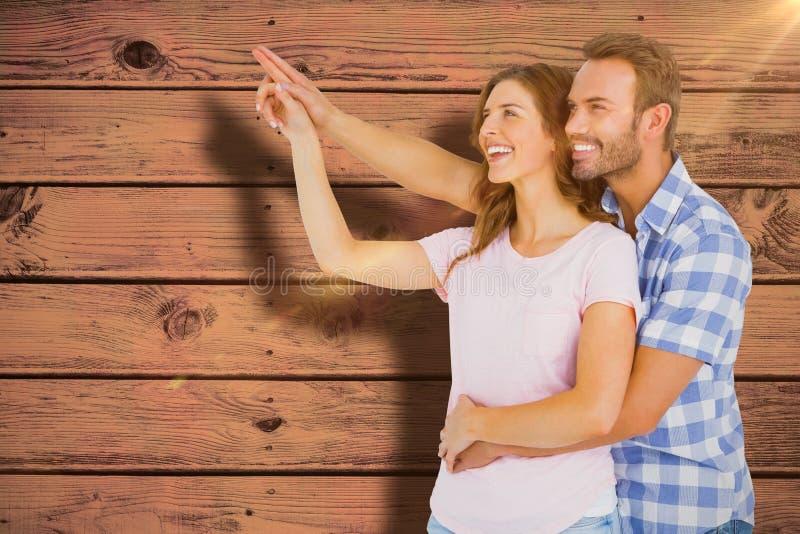Den sammansatta bilden av lyckligt barn kopplar ihop att omfamna och att peka uppåt fotografering för bildbyråer