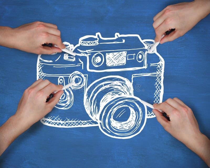 Den sammansatta bilden av multipeln räcker teckningskameran med krita royaltyfria bilder