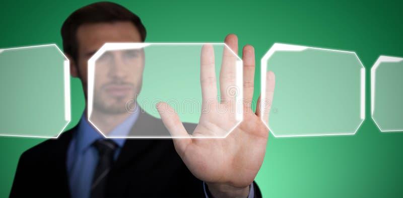 Den sammansatta bilden av slutet av att trycka på för affärsman gömma i handflatan upp på osynlig manöverenhet royaltyfria bilder