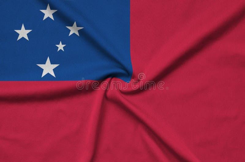 Den Samoa flaggan visas på ett sporttorkduketyg med många veck Baner för sportlag royaltyfri fotografi