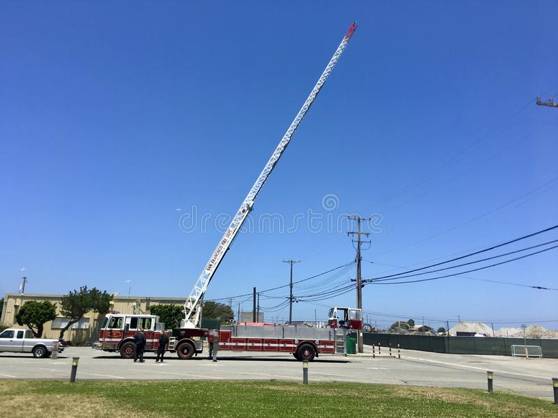 Den San Francisco Fire Department Truck Aerial stegen fördjupa arkivbild