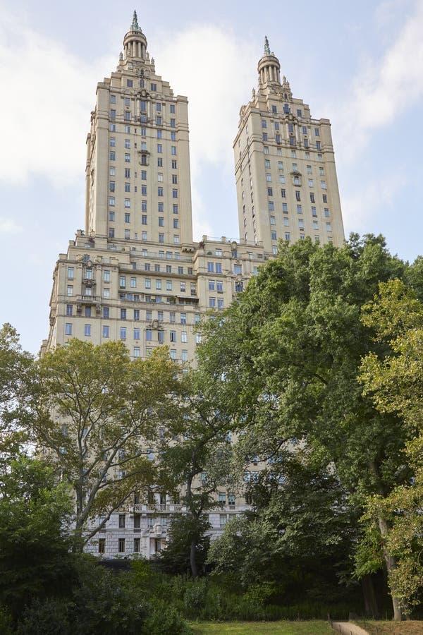 Den San Remo byggnadsfasaden nära Central Park i New York royaltyfri bild